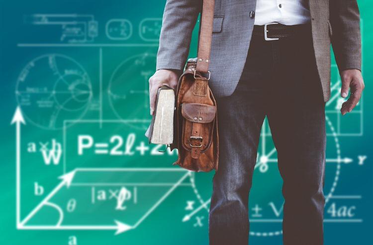 例外的に資格持ちが評価されやすいのはプログラミングの教育系
