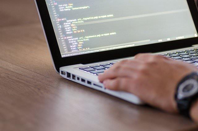 プログラミングに興味が出た方は学習してみては?【スクールや教材色々あります】