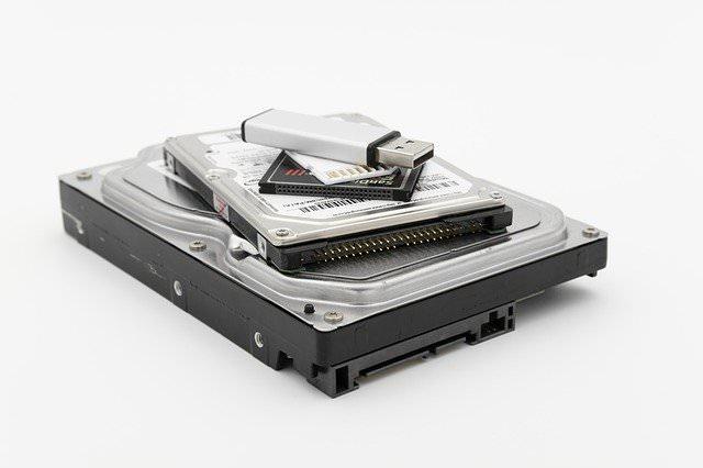 HDDとSSDの違いを分かりやすく解説|パソコンや部品選びの参考にどうぞ